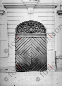 Eingangstor Neusserstraße 12 | Entrance gate Neusserstreet 12 (foticon-kleesattel-sw-001.jpg)