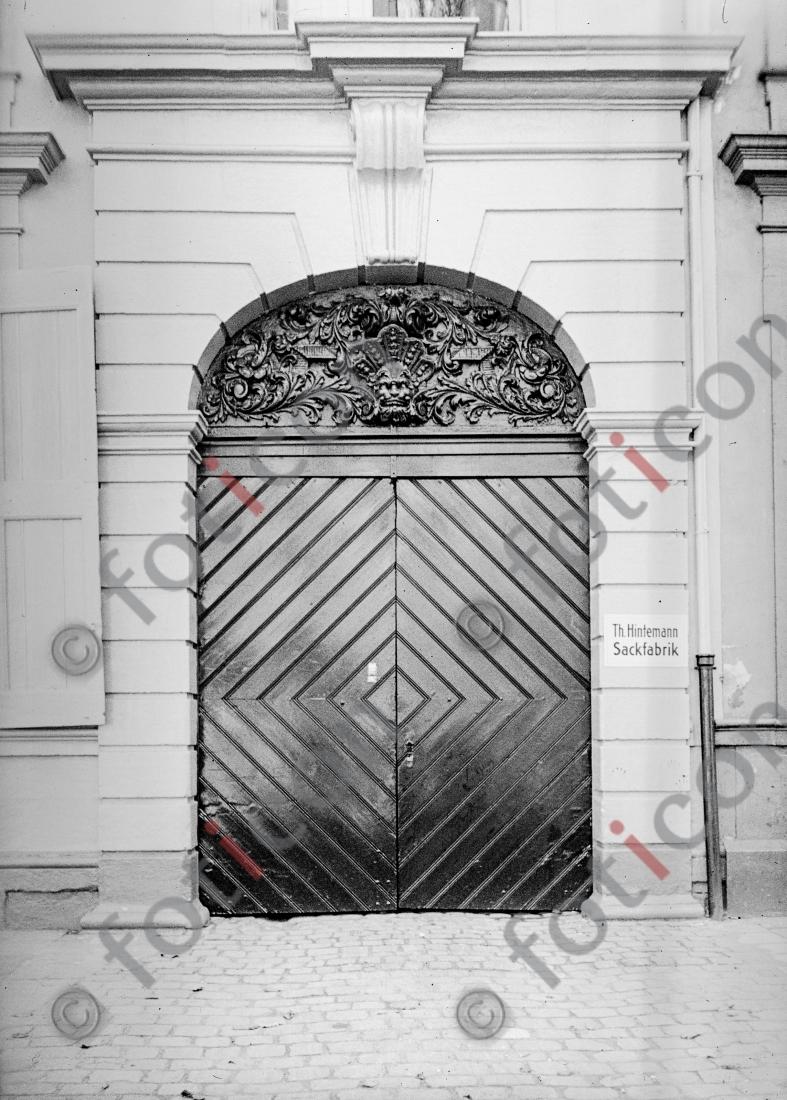 Eingangstor Neusserstraße 12 | Entrance gate Neusserstreet 12 - Foto foticon-kleesattel-sw-001.jpg | foticon.de - Bilddatenbank für Motive aus Geschichte und Kultur