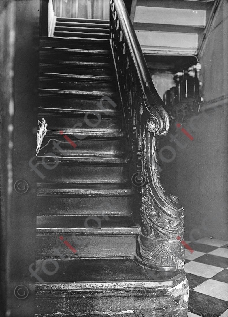 Treppe Kasernenstraße 22 | Stairway Kasernenstreet 22 - Foto foticon-kleesattel-sw-003.jpg | foticon.de - Bilddatenbank für Motive aus Geschichte und Kultur